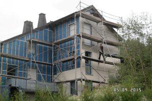 Montage einer Wärmedämmung mit hinterlüfteter Fassade