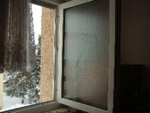 Lüften mit weit geöffnetem Fenster